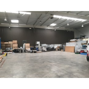 Bâche de séparation en intérieur de bâtiment industriel