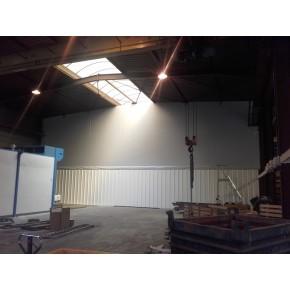 Bâche de séparation en intérieur de bâtiment industriel avec porte à lamelles