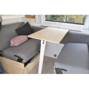 Intérieur de camping car fraîchement regarni