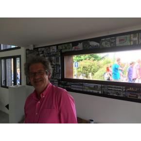 Le célèbre architecte Bertrand Pruvost devant sa fenêtre