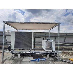 Bâche plate en grille pour protection anti chaleur d'une unité de climatisation