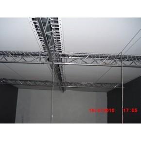 Toile ignifugée tendue en plafond