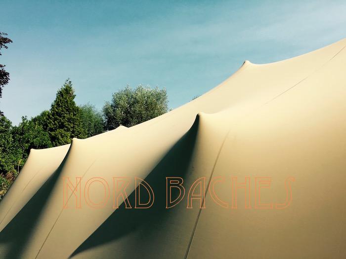 La toile extensible d'une tente Stretch
